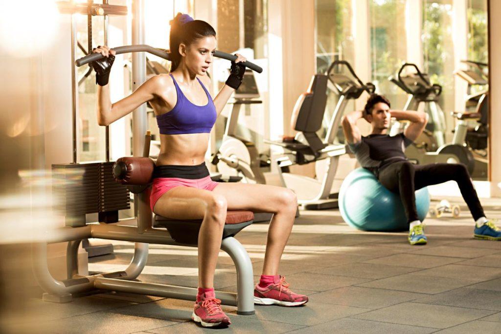 Atividades fitness Um corpo firme e tonificado não é alcançado sem treinamento de força.