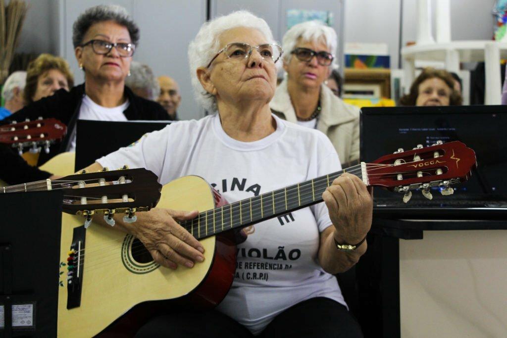 Aprender violão não tem idade