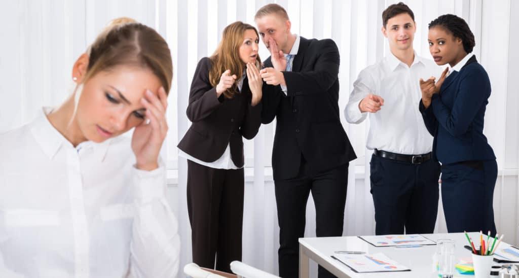 ficar longe de conflitos desagradáveis e de fofocas sempre ajudará a reduzir o seu stress no trabalho