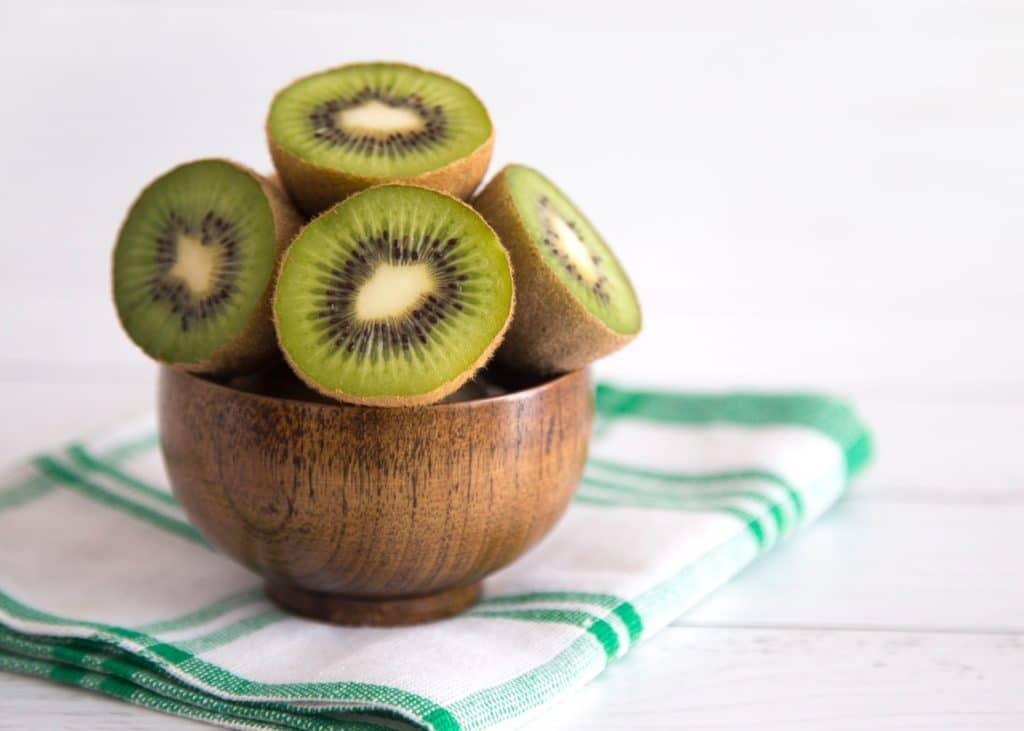 Além de delicioso, o kiwi possui muitas propriedades nutricionais