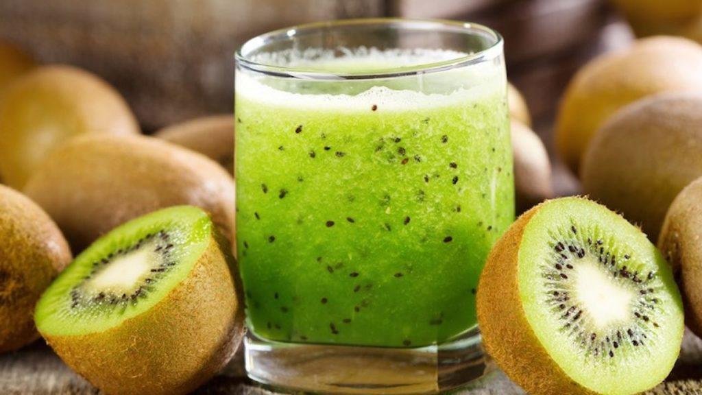 Suco de kiwi. Uma boa opção para consumi-lo