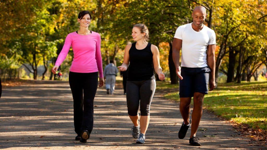 A caminhada diária reduz risco de pressão alta