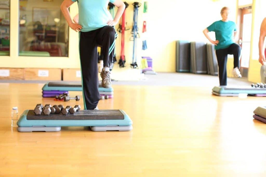exercícios com step são benéficos a saúde
